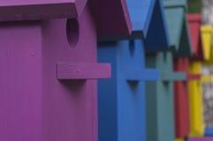 Viele bunten Häuser für Vögel 2 Stockfoto