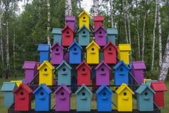 Viele bunten Häuser für Vogel 1 Stockfoto