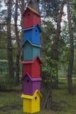 Viele bunten Häuser für Vogel 2 Lizenzfreie Stockbilder