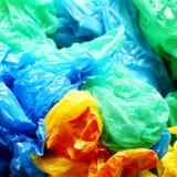 Viele bunten Plastiktaschen Stockbilder
