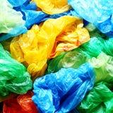 Viele bunten Plastiktaschen Lizenzfreie Stockfotografie