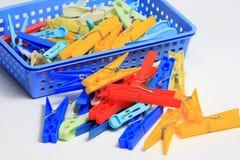 Viele Clothespins Stockfoto