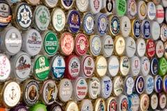 Viele deutschen Bierkappen Lizenzfreie Stockbilder