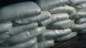 Viele Drogen-Taschen auf Tabelle stock video footage