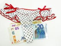 Viele Euros in der Unterwäsche Stockfoto