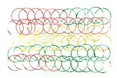 Viele Farben von überschnittenen Kreisen auf Weiß Lizenzfreie Stockfotos