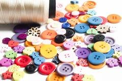 Viele Farben von Knöpfen stockfotografie