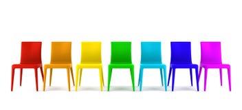 Viele Farbenstühle getrennt auf Weiß Lizenzfreie Stockbilder