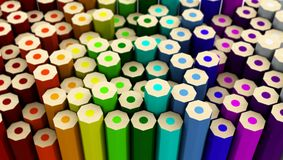 Viele farbigen Bleistifte auf der Rückseite der gedrehten verschiedenen Höhe Stockbild