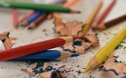 Viele farbigen Bleistifte - bunter Regenbogen stockfotos
