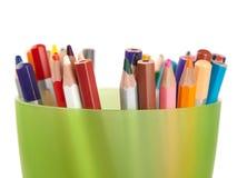 Viele farbigen Bleistifte im Stand Lizenzfreie Stockfotos