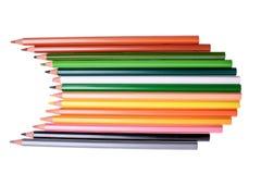 Viele farbigen Bleistifte lokalisiert auf weißem Hintergrund, Platz für Text Stockbilder