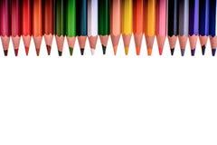 Viele farbigen Bleistifte lokalisiert auf weißem Hintergrund, Platz für Text Lizenzfreies Stockfoto