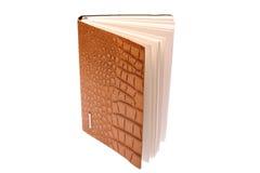 Viele farbigen Kronen und farbiges Papier für das Schreiben, lokalisiert auf weißen Hintergrund Lizenzfreie Stockfotografie
