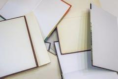 Viele geöffneten Bücher Stockfotografie