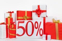 Viele Geschenkboxen auf einem weißen Hintergrund Stockbild