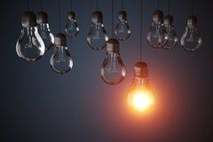 Viele Glühlampen und man glüht 3D übertrug Abbildung Stockfotos