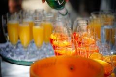 Viele glases von champagner stockbilder