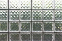 Viele Glasquadrate ist ein Teil der Wand, zum des Lichtes herein zu erhöhen Stockfotografie
