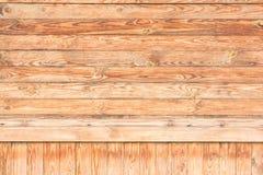 Viele hölzernen Bretter werden horizontal und vertikal lokalisiert Stockfotos