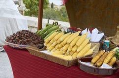 Viele Körner und Kastanien für Verkauf auf einem Markt Stockfoto