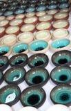 Viele Keramikschüsseln Stockbild