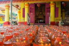 Viele Kerzen für Gebet in einem chinesischen Tempel Lizenzfreies Stockfoto