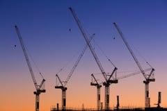 Viele Kräne an der australischen Baustelle Lizenzfreie Stockbilder