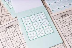 Viele leeren sudoku Kreuzworträtsel Populäres Logikspiel mit Zahlen Stockbild
