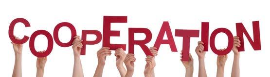 Viele Leute-Hände, welche die rote Wort-Zusammenarbeit halten lizenzfreies stockbild