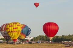 Viele Luft-Ballone, die an der internationalen Aerostatik-Schale teilnehmen Lizenzfreies Stockfoto