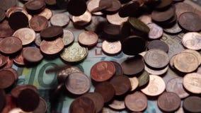 Viele Münzen und Rechnungen, Euros, Geld stock footage