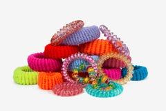 Viele mehrfarbigen Gummibänder für Haar Stockfotografie