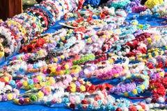 Viele mehrfarbigen handgemachten mit Blumenstirnbänder, Sattelhaar, hairp stockfotografie