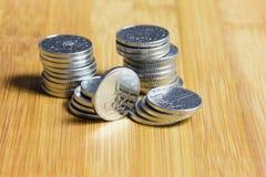Viele metallische tschechische Münzen Stockfotografie