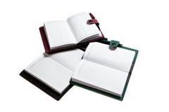Viele Notizbücher lokalisiert auf weißem Hintergrund Stockfoto