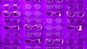 Viele purpurroten Gläser