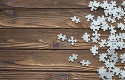 Viele Puzzlespiele auf dem Hintergrund Stockbilder
