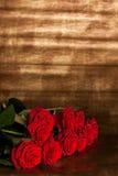 Viele roten Rosen lizenzfreie stockfotografie