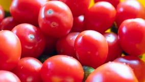 Viele roten Tomaten ohne Niederlassungen sind ein Bündel Hintergrund stockfoto