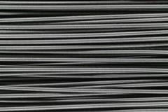 Viele setzten horizontal Metallfrühlings-Hintergrundoberfläche Stockbilder