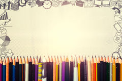 Viele Stifte und Bleistifte mit Geschäftszeichnungsikonen um Grenze lizenzfreies stockbild
