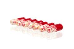 Viele Tabletten gelegt in eine Zahl Stockfotos