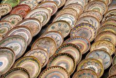 Viele traditionellen rumänischen Tonwarenplatten Lizenzfreie Stockfotos