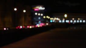 Viele unscharfen carlights, die Fontanka-Damm weitergehen stock video