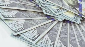 Viele 100 US-Dollars Banknoten, die Hintergrund drehen stock footage