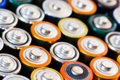 Viele verschiedenen Batterien Stockfotos
