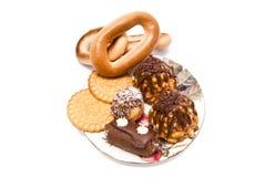 Viele verschiedenen Bonbons auf weißem Hintergrund lizenzfreie stockbilder