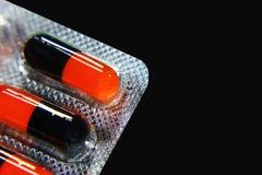 Viele verschiedenen bunten Tabletten in den Streifen medikationen Lizenzfreie Stockfotografie