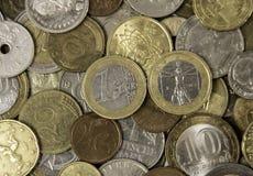 Viele verschiedenen Metallmünzen, die auf einander legen Stockfotografie